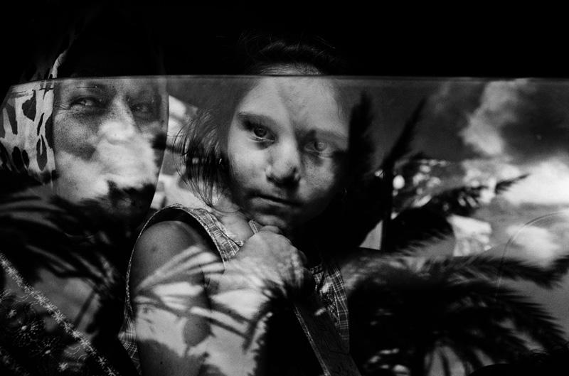 Zivilisten kommen in Tyros an, nachdem sie während israelischen Luftangriffen aus ihren Dörfern in Südlibanon geflohen sind. 2006, © Paolo Pellegrin / Magnum Photos, Paris