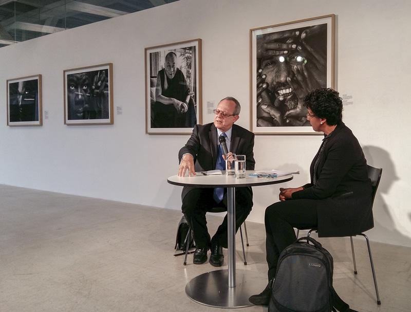 Dialog zwischen Frank La Rue und Elham Manea zu aktuellen, globalen Menschenrechtsthemen. Frank La Rue ist der Executive Director von RFK Human Rights in der EU. Dr.Elham Manea ist Post-Doc am Institut für Politikwissenschaft der Universität Zürich.